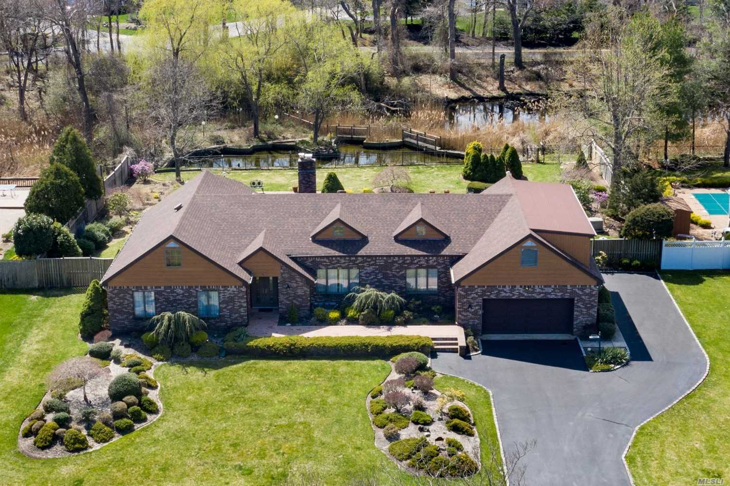 Photo of home for sale at 95 Percy Williams Dr, East Islip NY