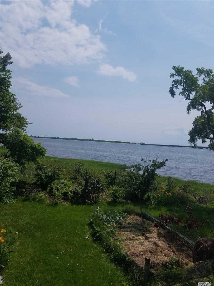 Photo of home for sale at 99 165 Ave, Howard Beach NY