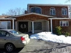 Photo of home for sale at 5 Talburn Ln, Dix Hills NY