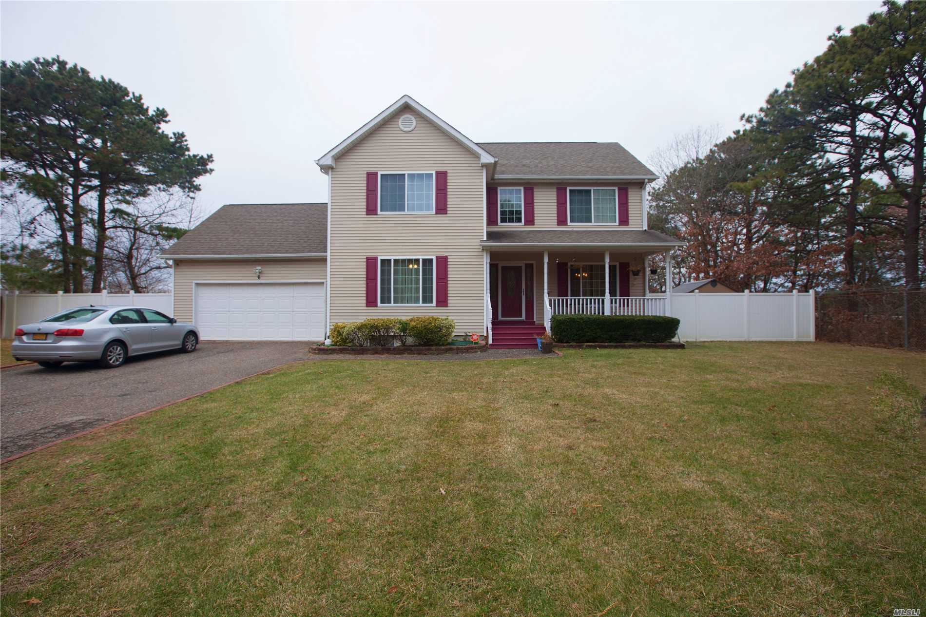 Photo of home for sale at 6 Caitlyn Way, East Patchogue NY