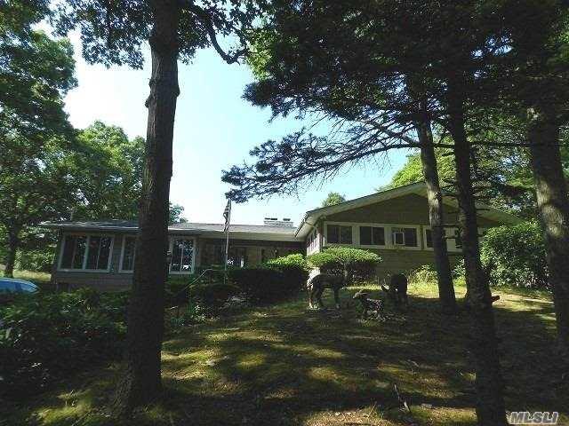 Photo of home for sale at 9 Sunrise Pl, Farmingville NY