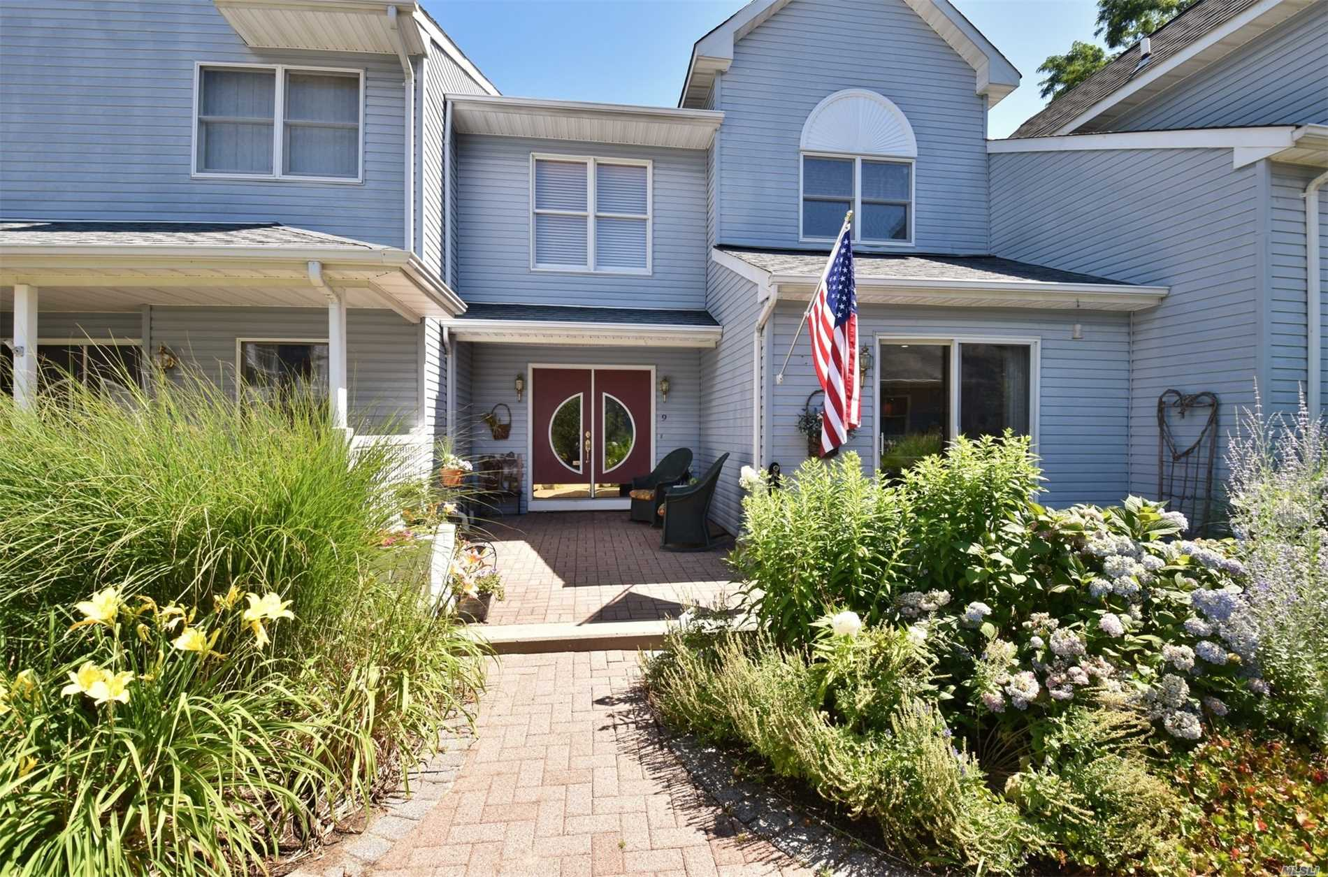 Property for sale at 9 Courtyard Cir, Centerport,  NY 11721