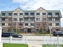 Property for sale at 55 Clinton Ave, Rockville Centre,  NY 11570