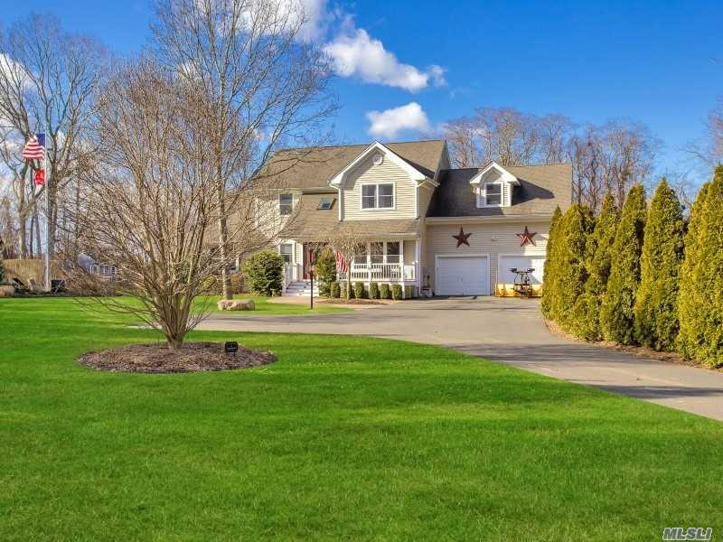 Photo of home for sale at 49 Southfields Rd, Aquebogue NY