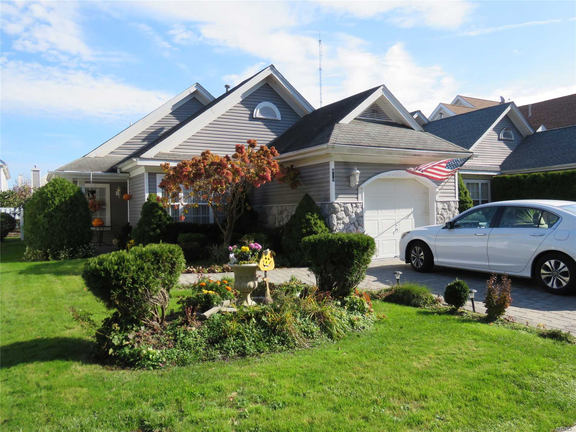 Property for sale at 414 Birchwood Park Dr, Middle Island,  NY 11953