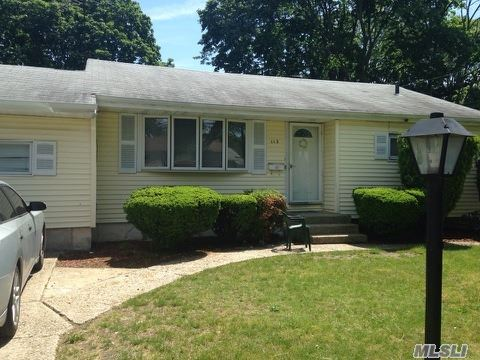 Photo of home for sale at 113 Westwood Dr, Brentwood NY