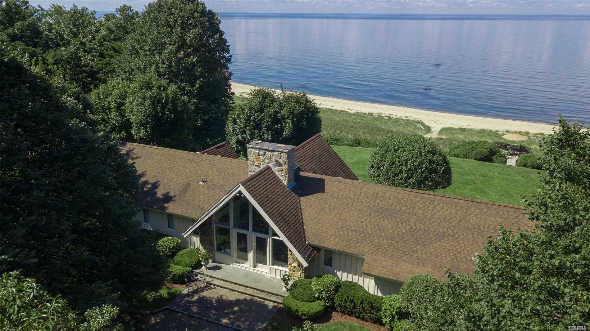 Photo of home for sale at 5 Pheasant, Nissequogue NY