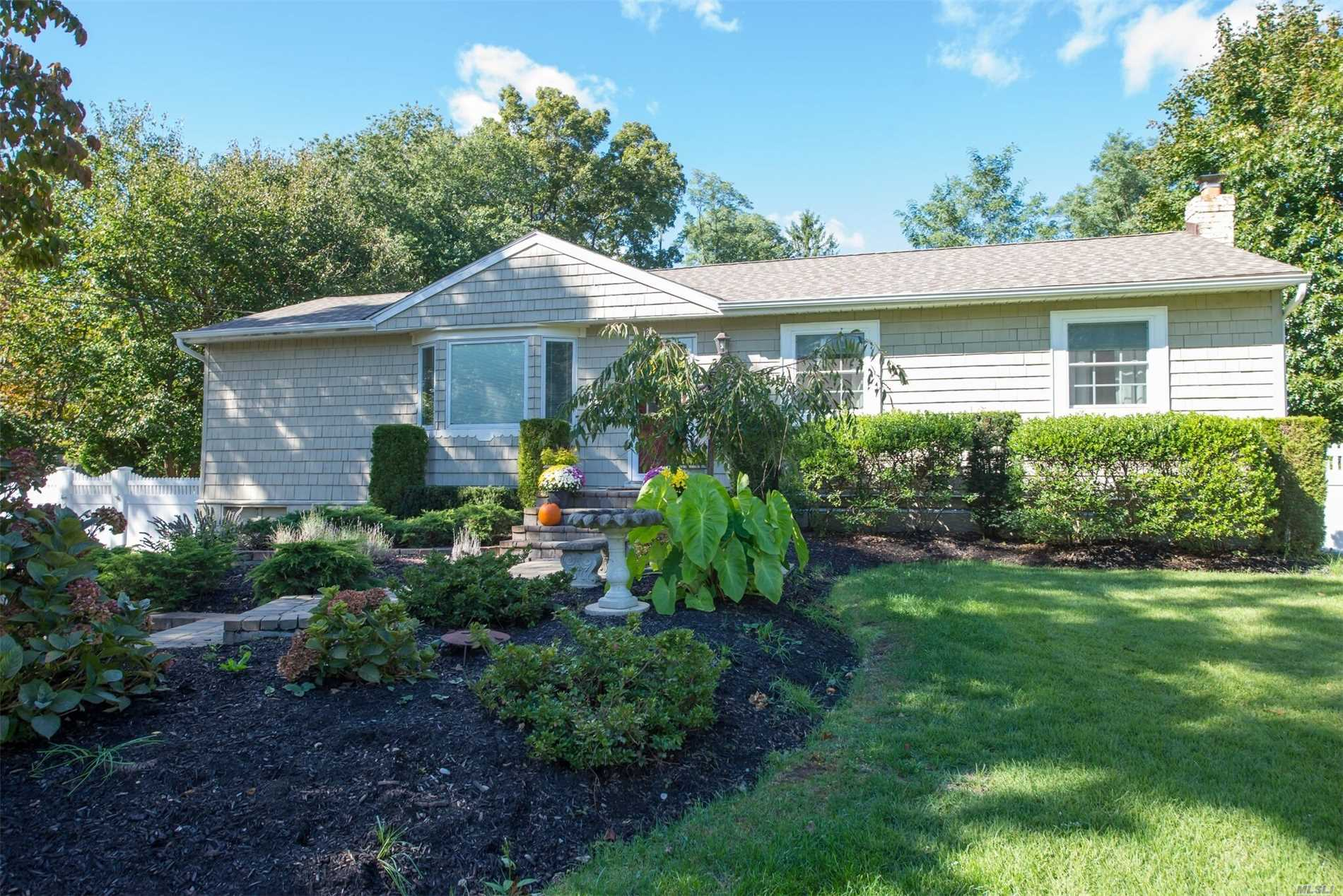 Photo of home for sale at 124 Foxdale Ln, Port Jefferson NY