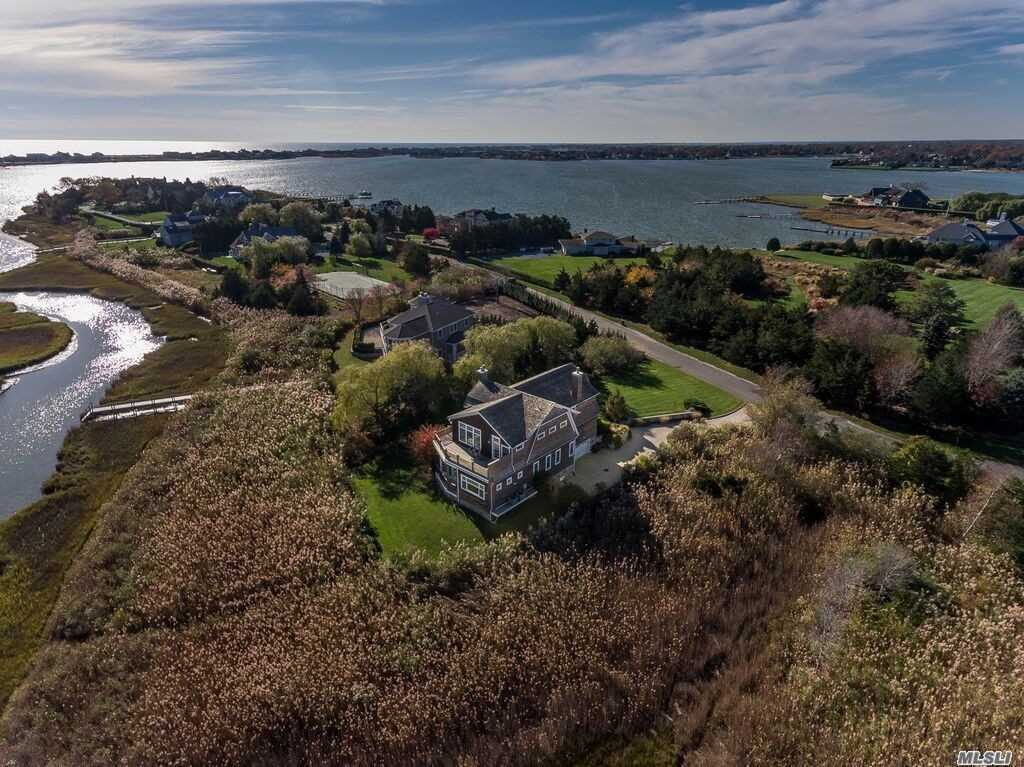 Photo of home for sale at 24 Meadow Ln, Quogue NY