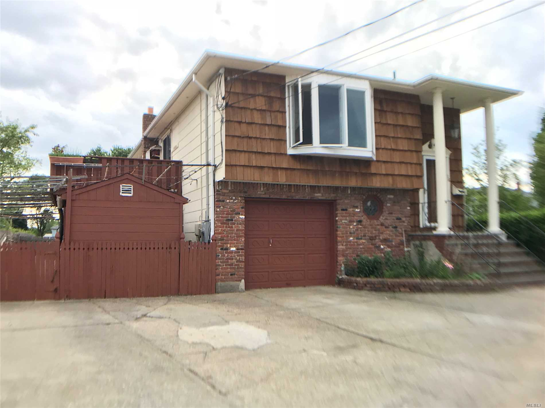 Photo of home for sale at 16 Hutcheson Pl, Lynbrook NY