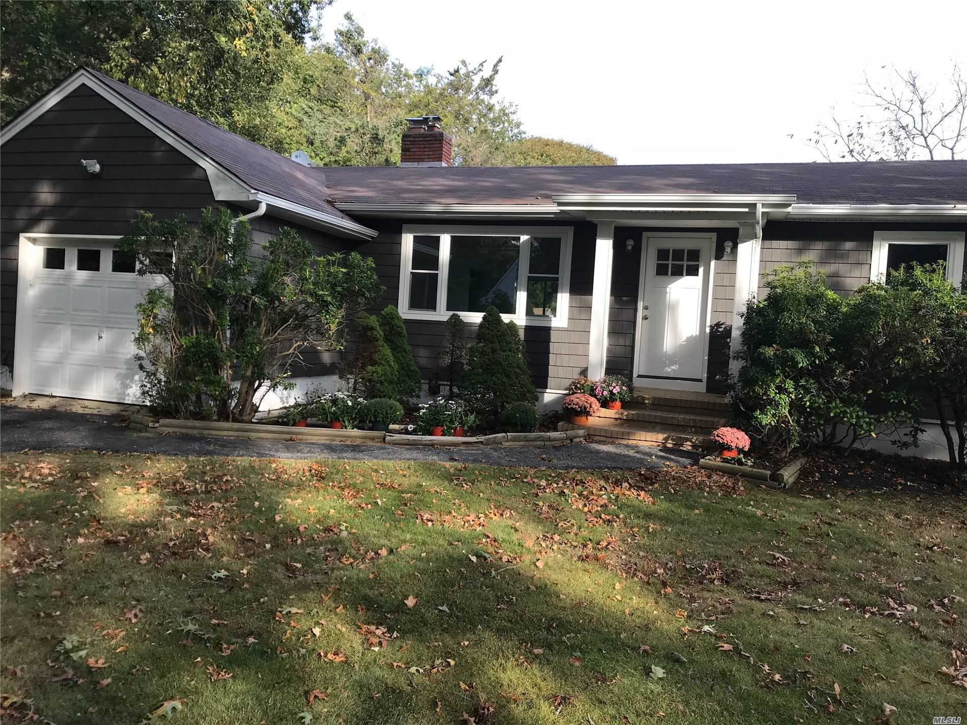 Photo of home for sale at 167 Belleview Ave, Center Moriches NY