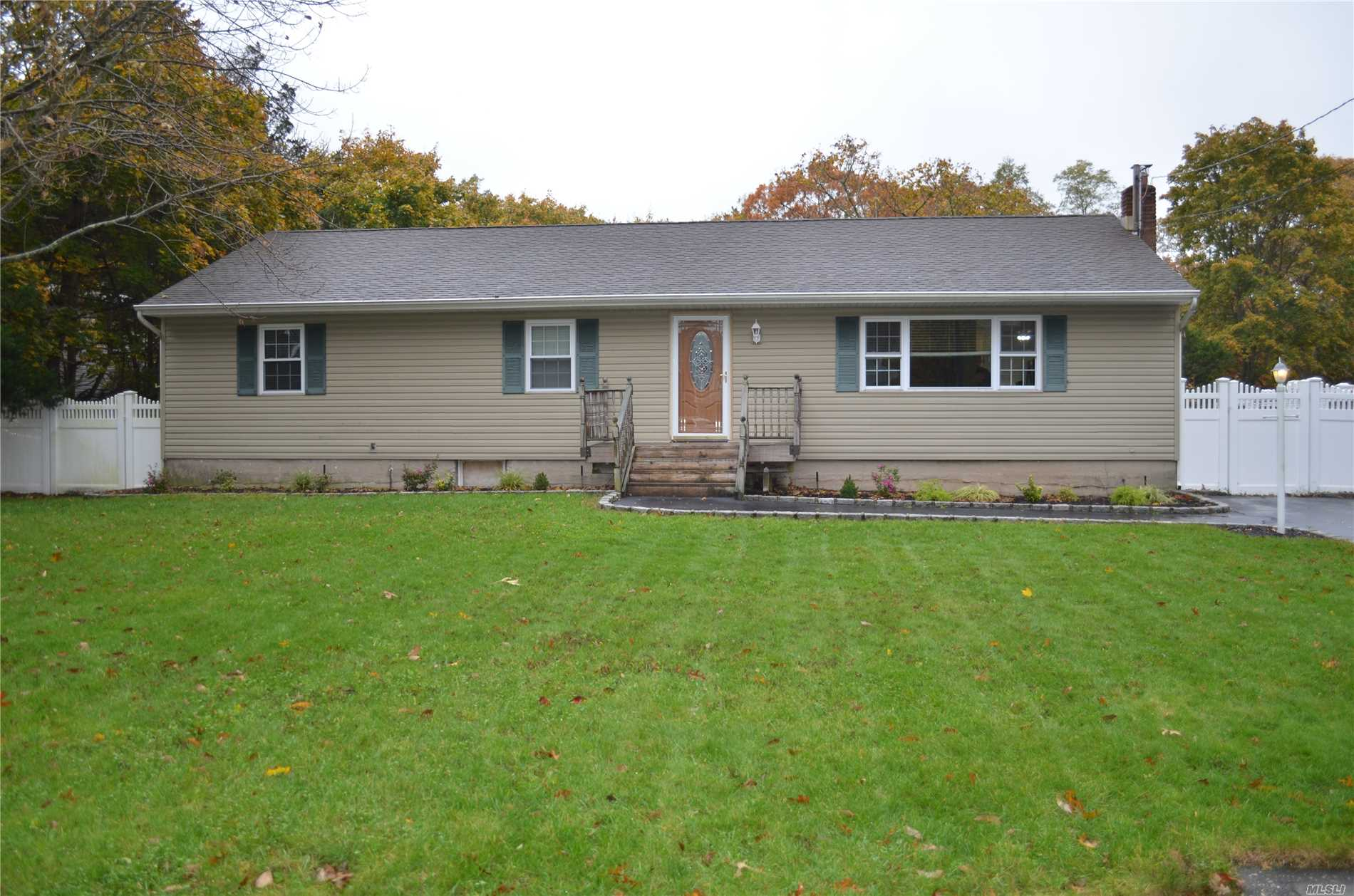 Photo of home for sale at 66 Hemlock St, Selden NY
