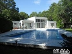 Photo of home for sale at 9 Deerfield Way, Quogue NY