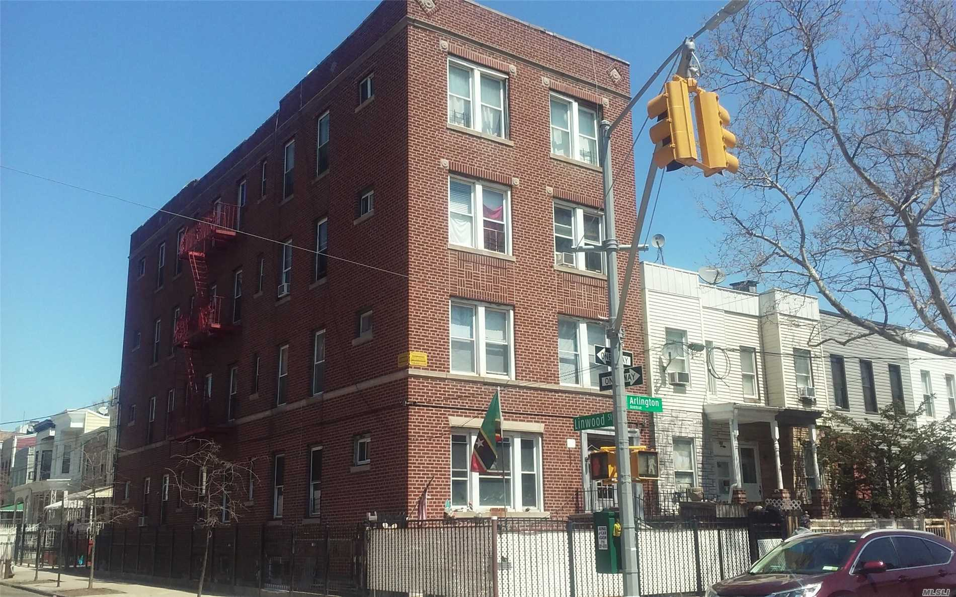 Photo of home for sale at 289 Arlington Ave, Brooklyn NY
