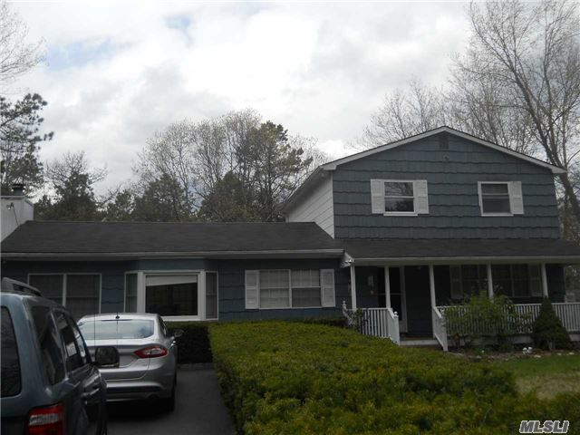 Photo of home for sale at 165 Hot Water St, Manorville NY