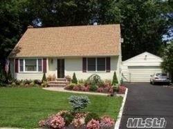 Photo of home for sale at 9 Estates Ln, Shoreham NY