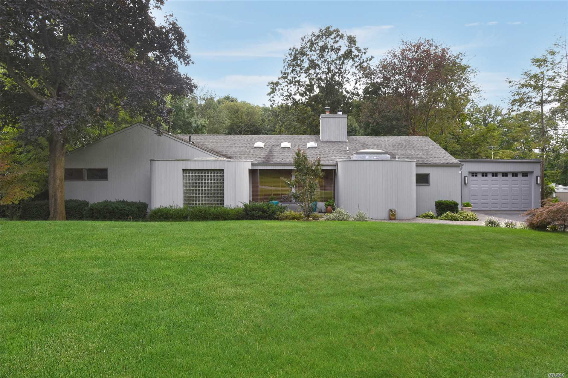 Photo of home for sale at 10 Pine Dr, Woodbury NY