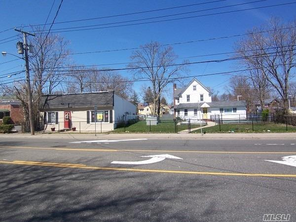 Photo of home for sale at 300 + 306 Merrick Rd, Amityville NY