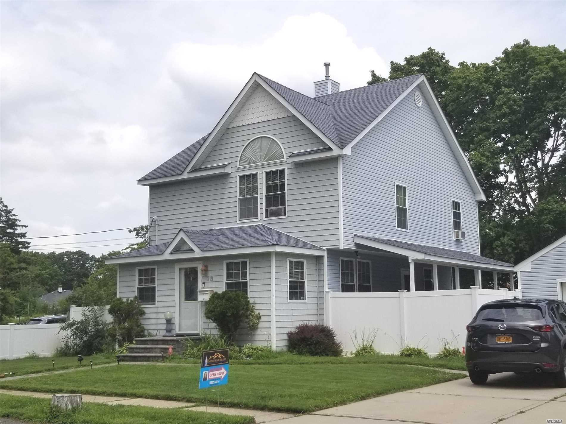 Photo of home for sale at 38 Peters Blvd, Central Islip NY