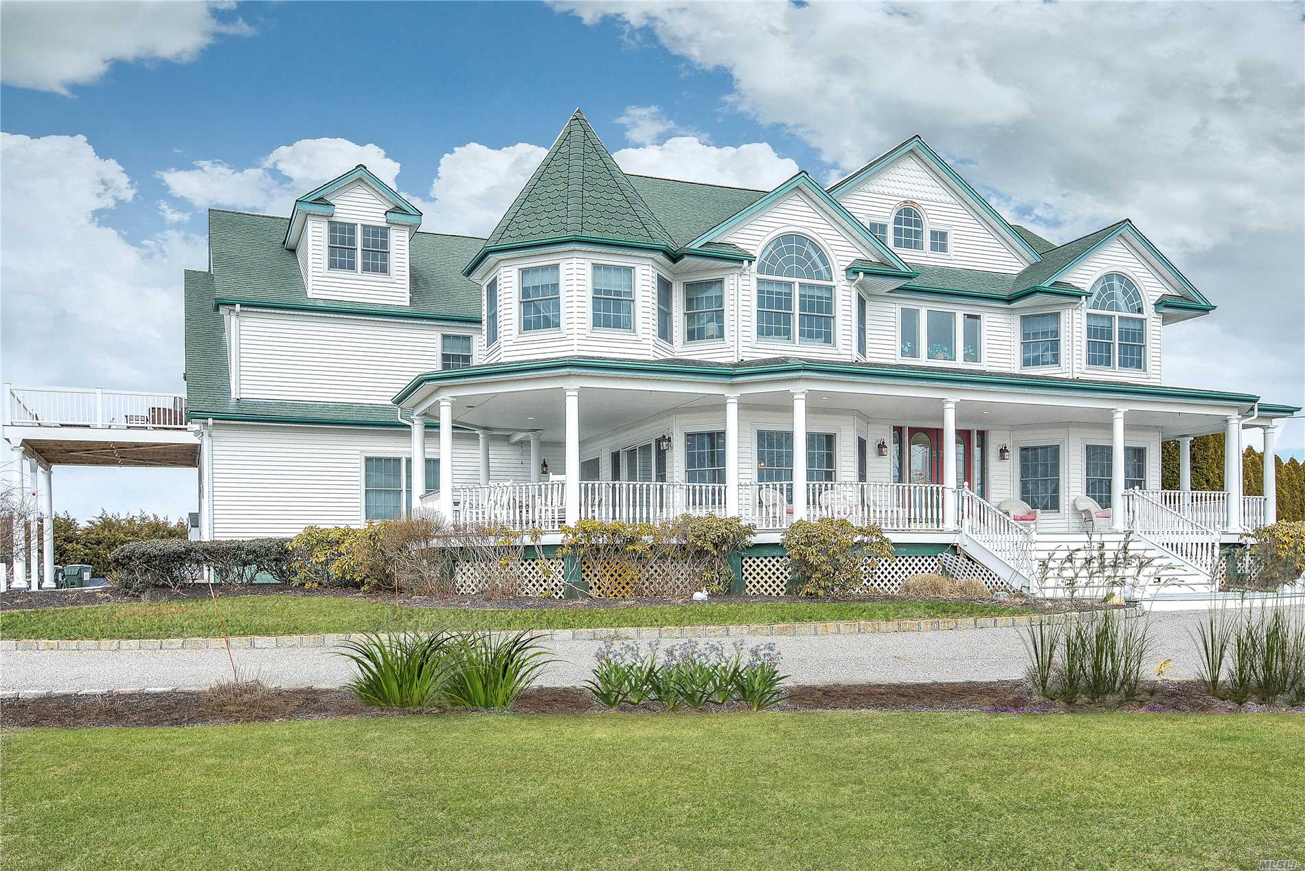 Photo of home for sale at 57 Bay Ave S, Eastport NY