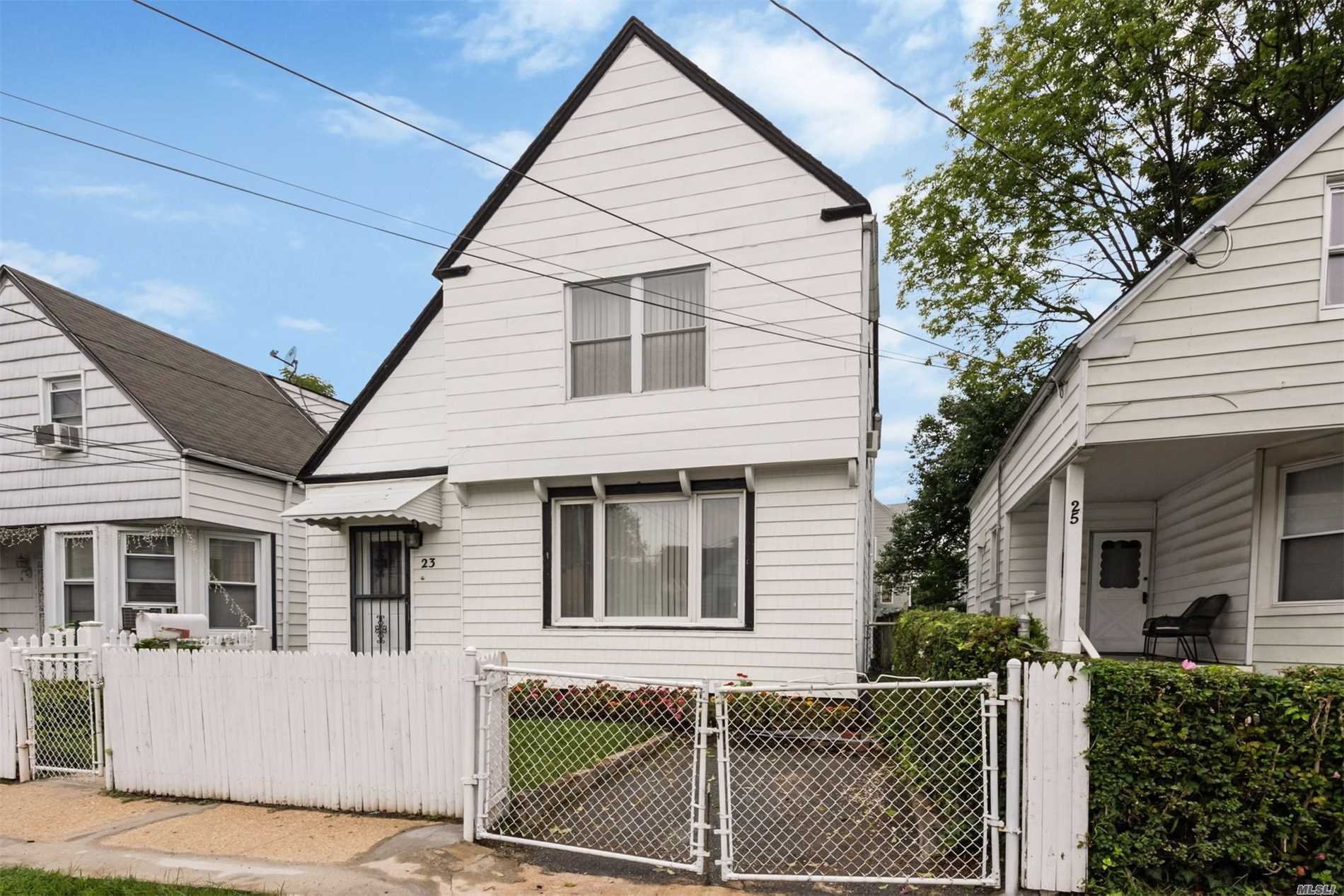 Photo of home for sale at 23 Austral Ave, Glen Cove NY