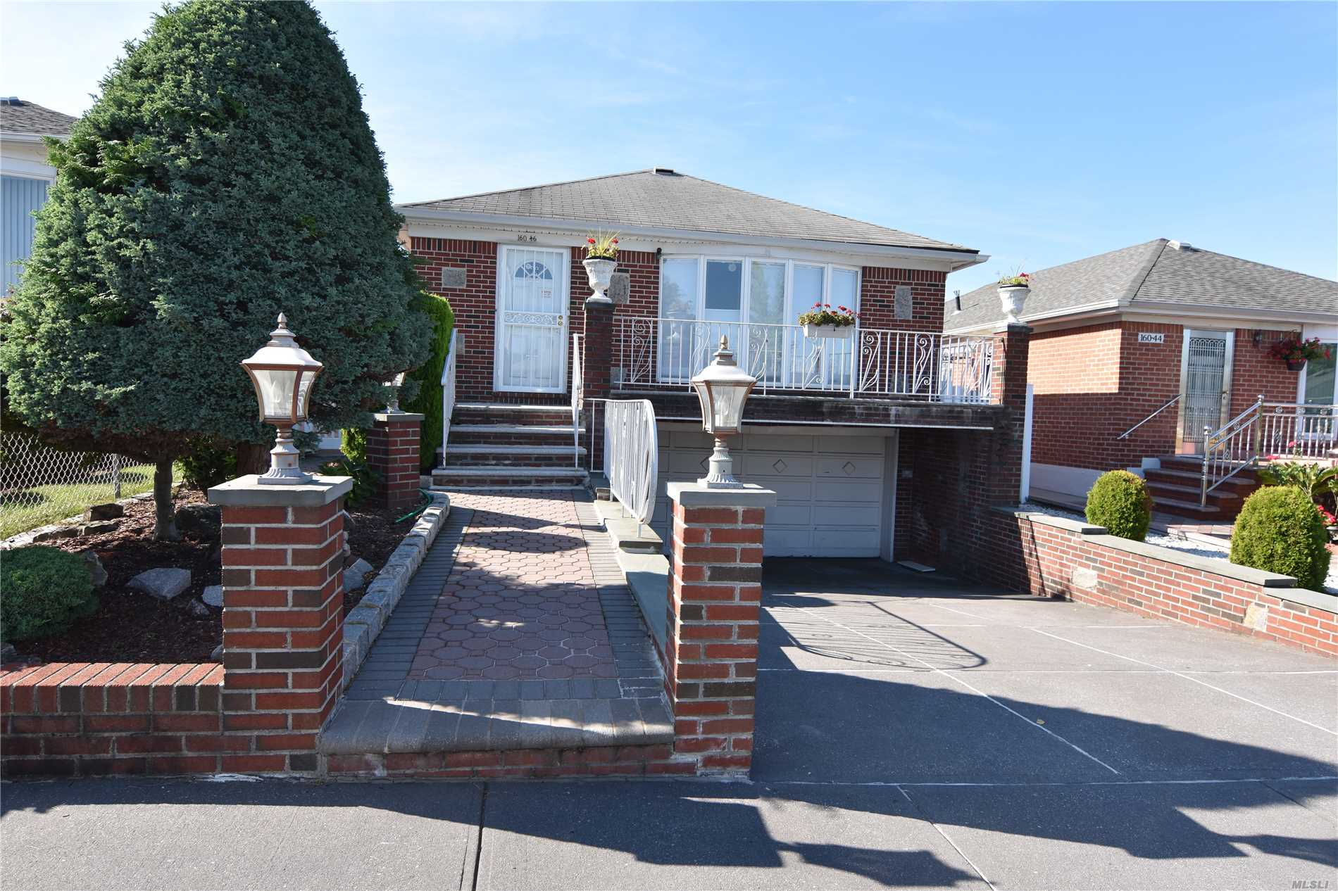 Photo of home for sale at 160-46 25 Ave, Whitestone NY