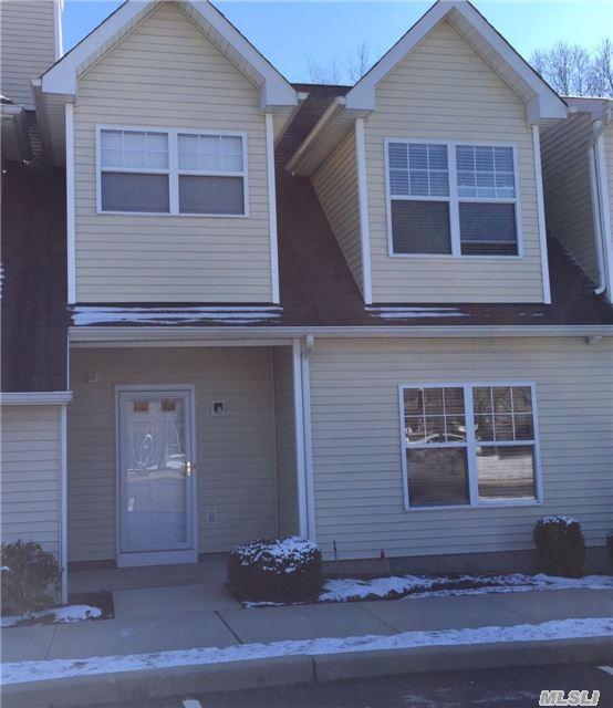 Property for sale at 2 Daremy Cir, Medford,  NY 11763