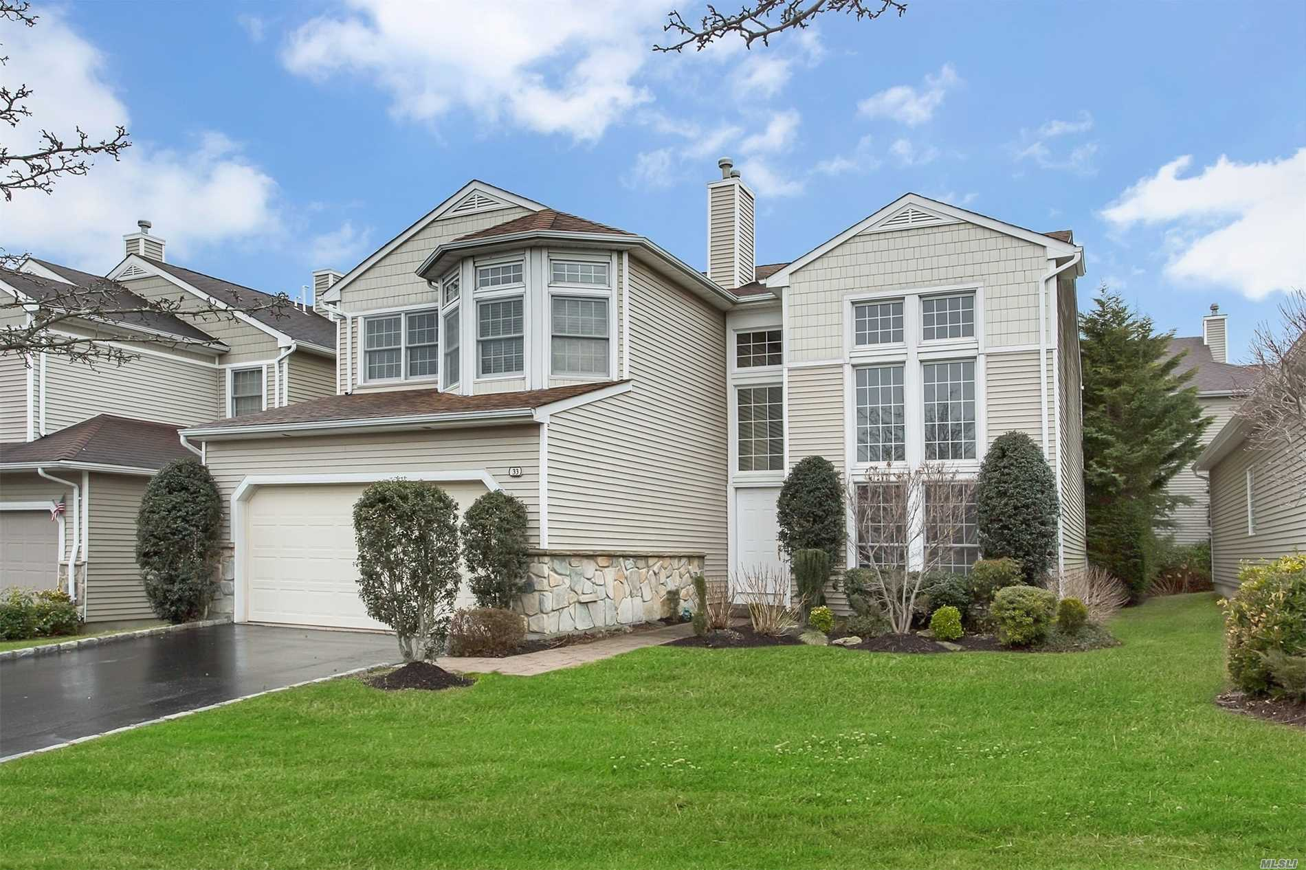 Property for sale at 33 Hamlet Dr, Plainview,  NY 11803