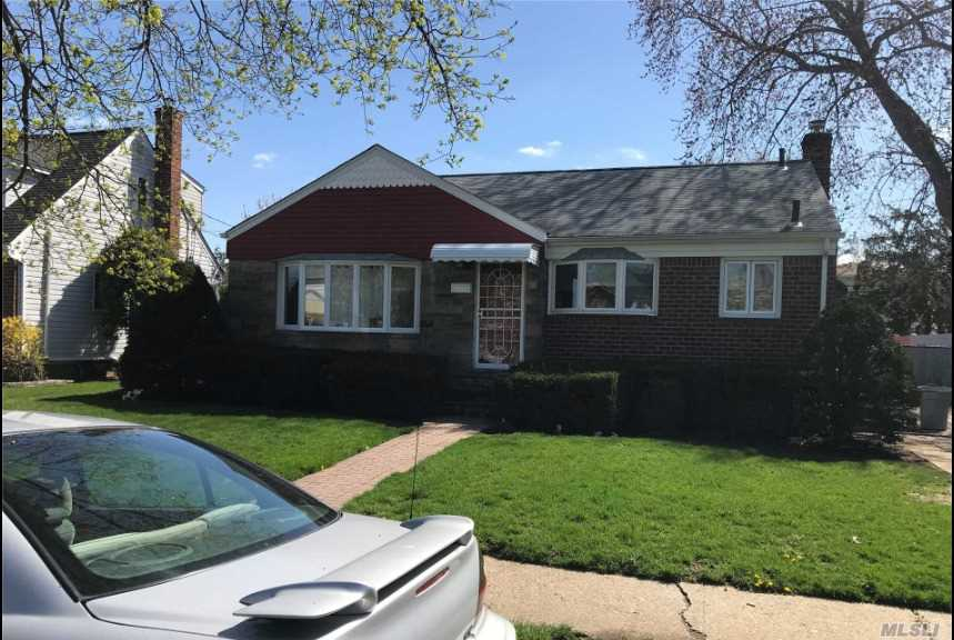 Photo of home for sale at 148 Carol Rd, East Meadow NY