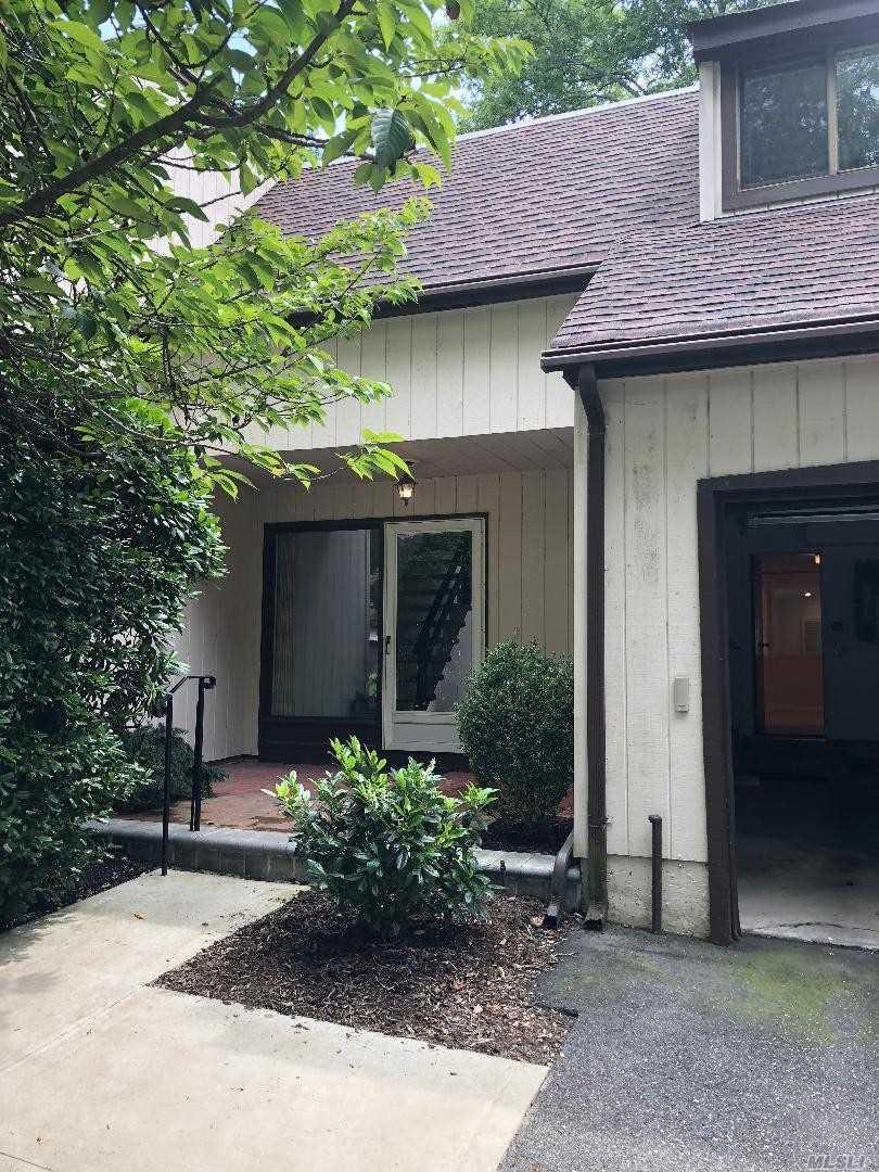 Photo of home for sale at 23 Cedar Ln, Glen Head NY