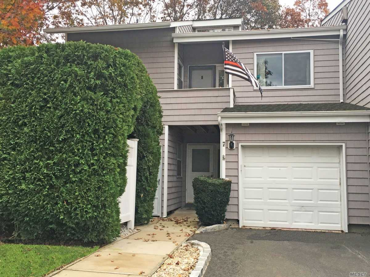Property for sale at 8 Vista Dr, Manorville,  NY 11949