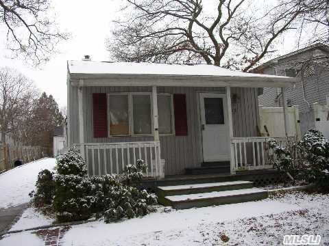 Photo of home for sale at 11 Cedar Oaks Ave, Farmingville NY
