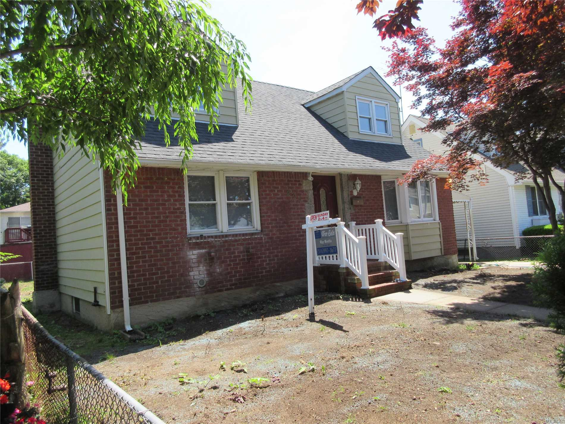 Photo of home for sale at 224 Costar St, Westbury NY