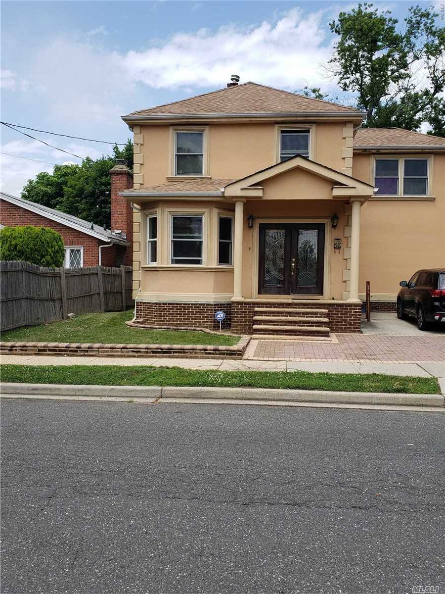 Photo of home for sale at 29 Colonial Ave, Freeport NY