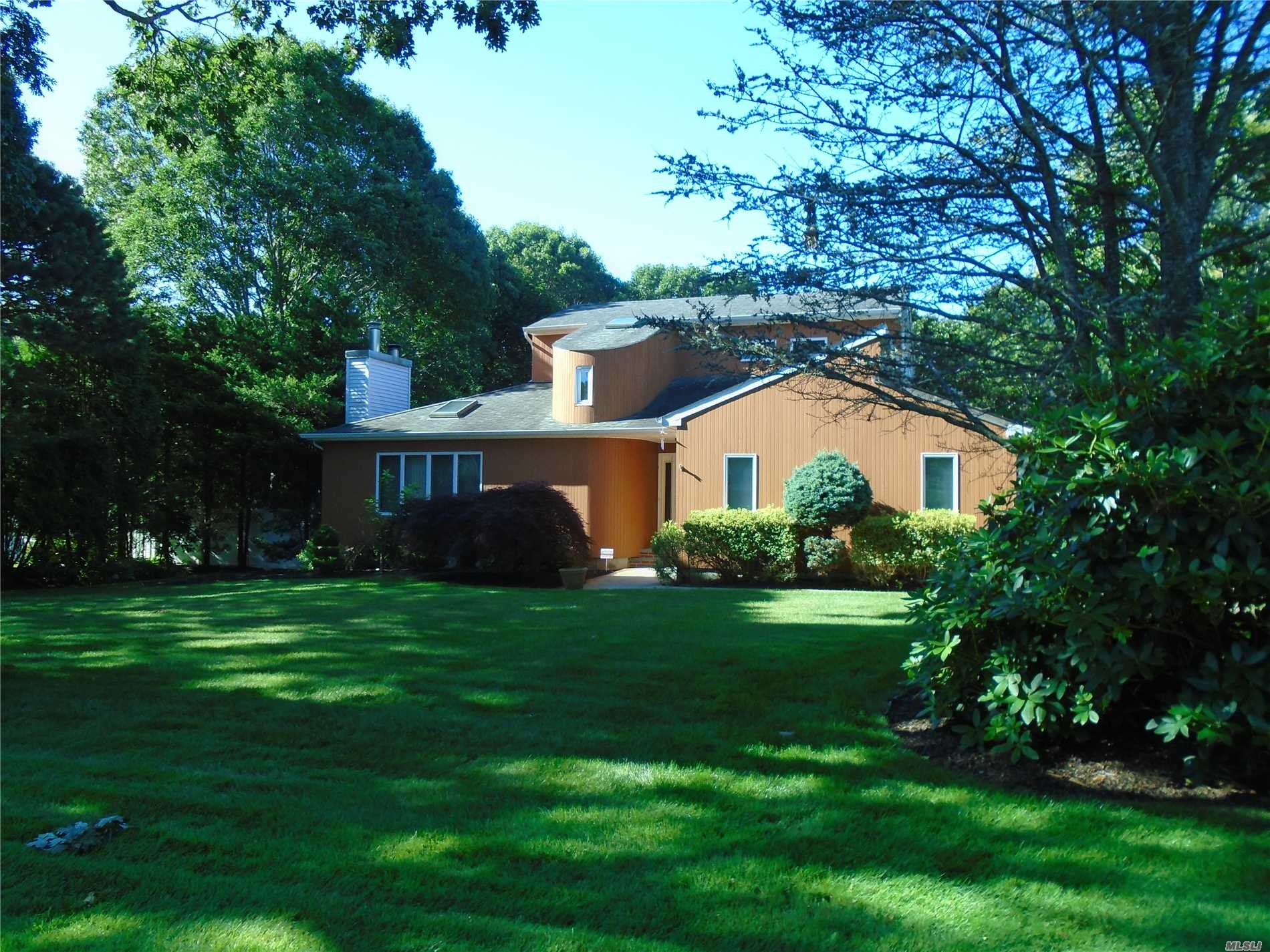 Photo of home for sale at 12 Pheasant Way, Shirley NY