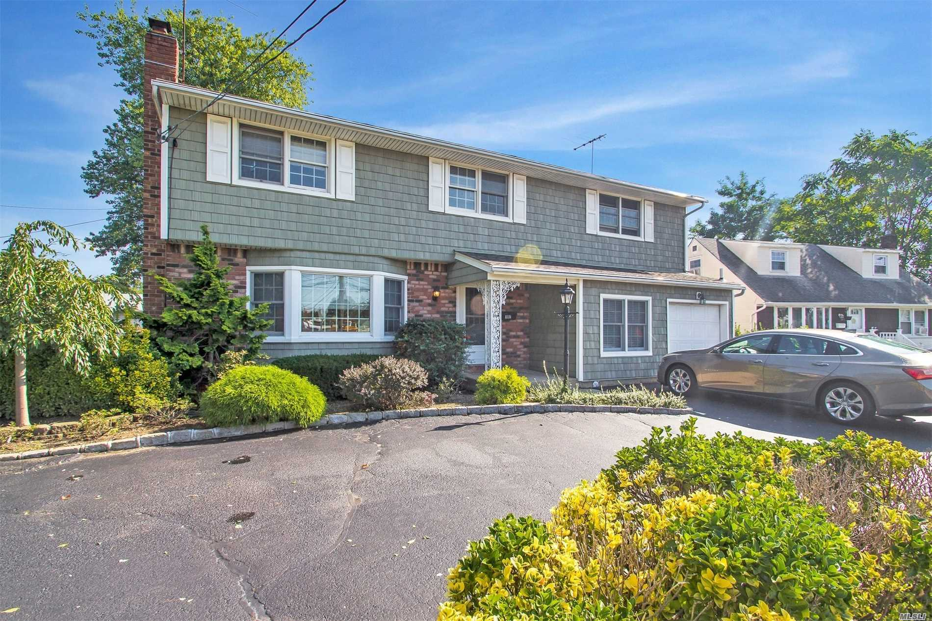 Photo of home for sale at 1181 Bellmore Ave, Bellmore NY