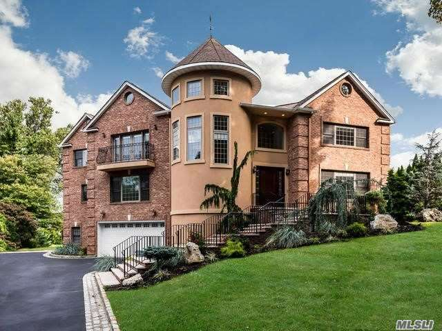 Photo of home for sale at 26 Sunview Dr, Glen Cove NY