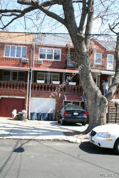 Photo of home for sale at 1133 East 84 St, Canarsie NY