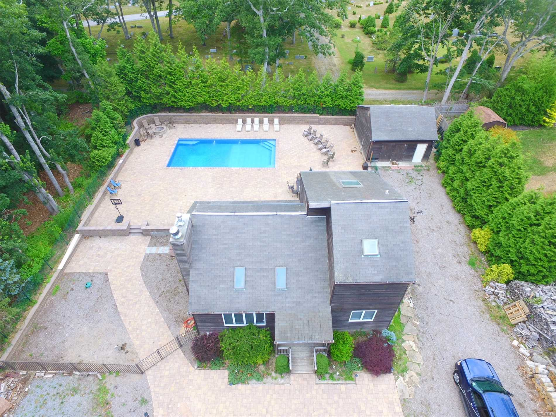 Photo of home for sale at 4 Pleasant Ln, East Quogue NY