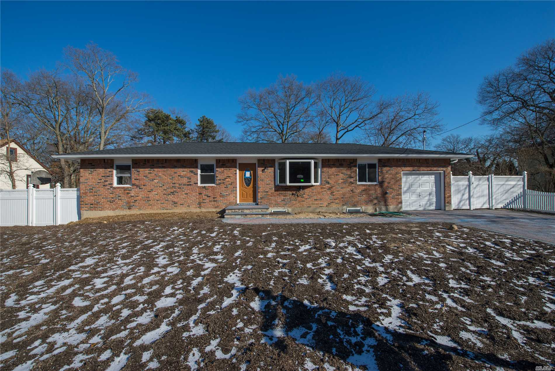 Photo of home for sale at 83 Ulster Ave, West Babylon NY