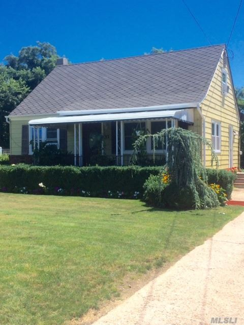 Photo of home for sale at 33 Brown St, Riverhead NY