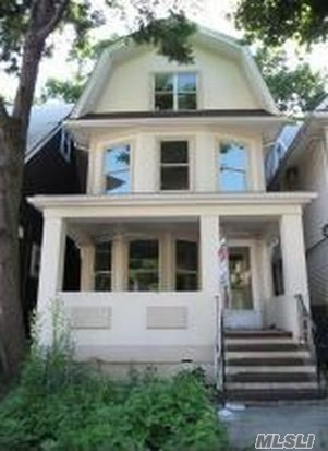 Photo of home for sale at 958 13Th St E, Brooklyn NY