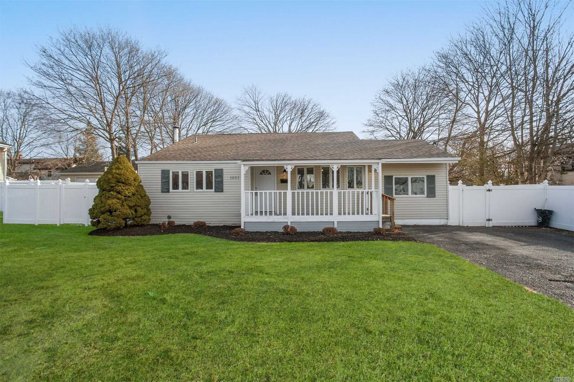 Photo of home for sale at 3003 Rhode Island Ave, Medford NY