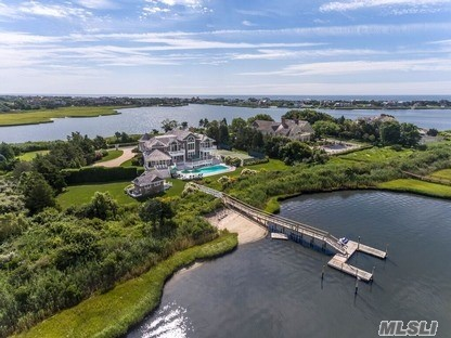 Photo of home for sale at 39 Meadow, Quogue NY