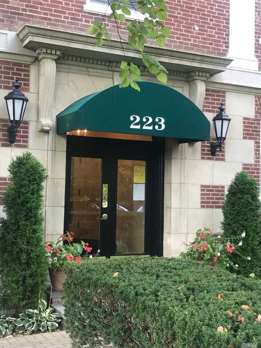 Property for sale at 223 7th St, Garden City,  NY 11530