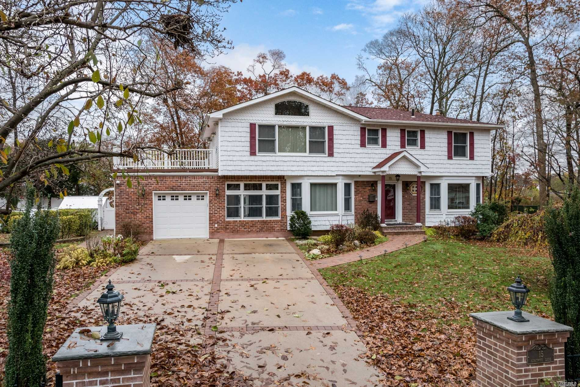 Photo of home for sale at 15 Albatross Ln, Smithtown NY