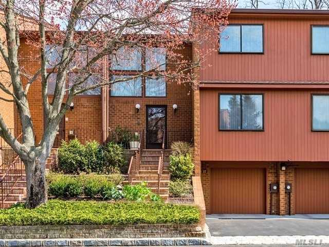 Photo of home for sale at 37 Cricket Club Dr, Roslyn NY