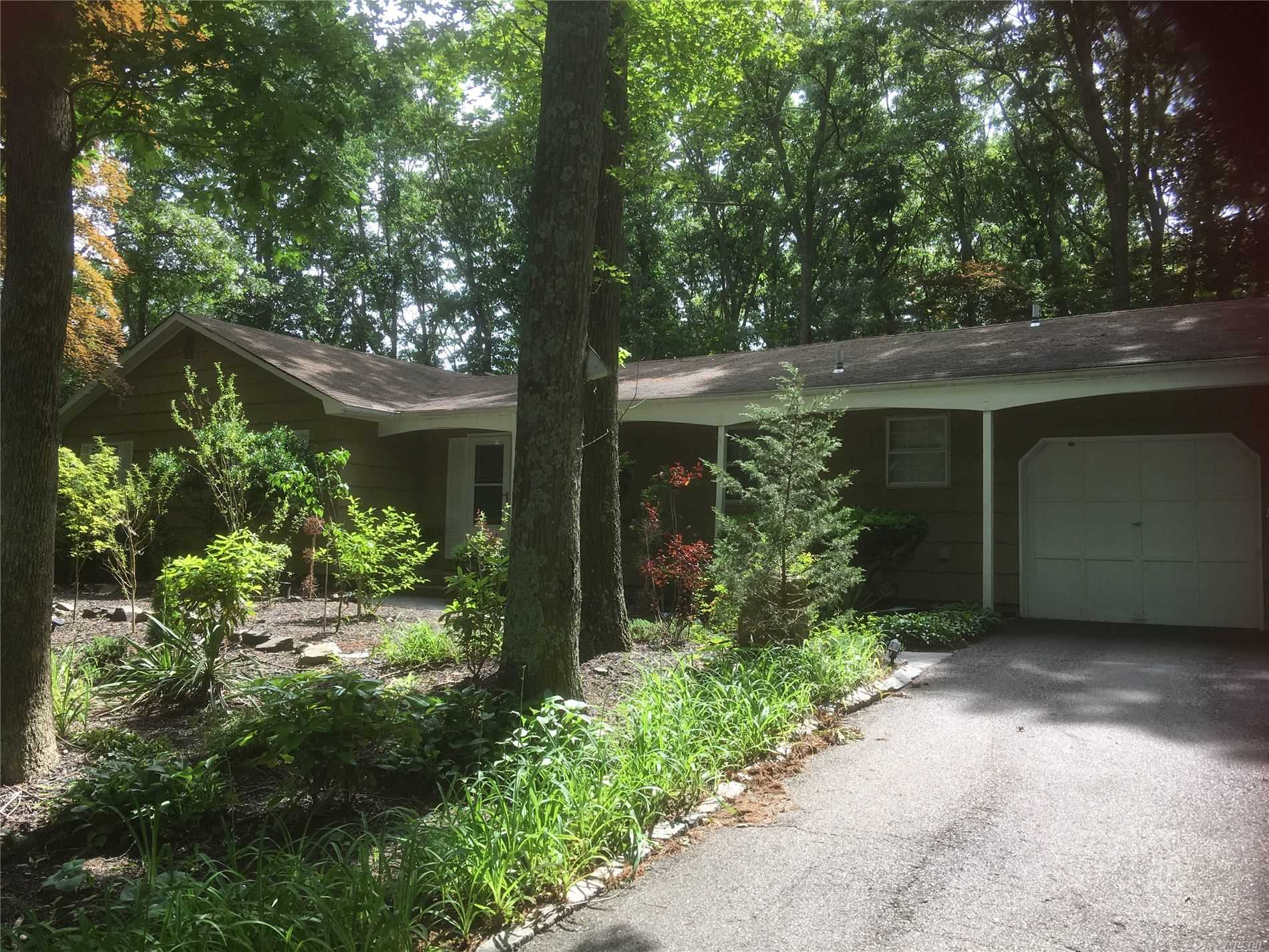 Photo of home for sale at 12 Wedgewood Ln, Miller Place NY