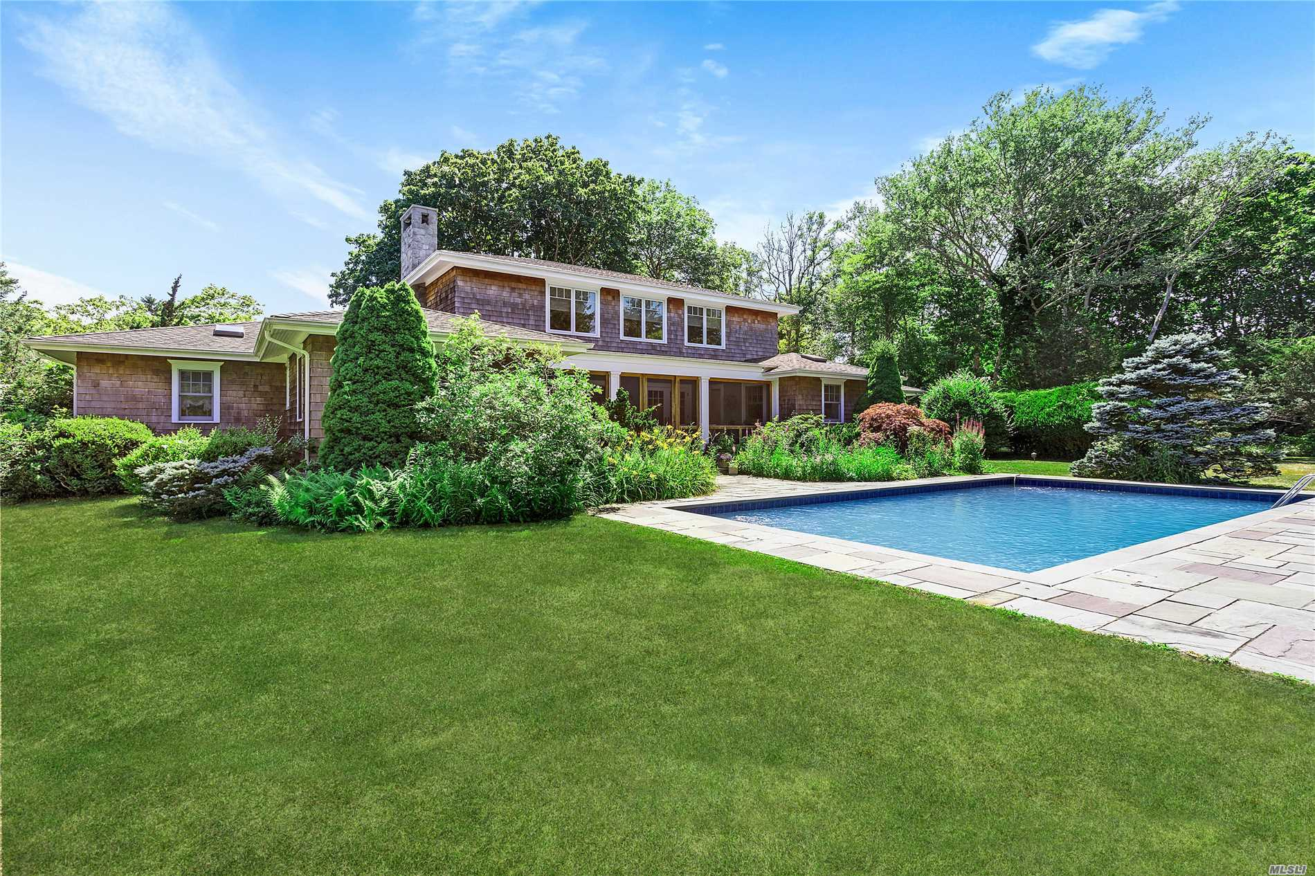 Photo of home for sale at 58 Quogue St, Quogue NY