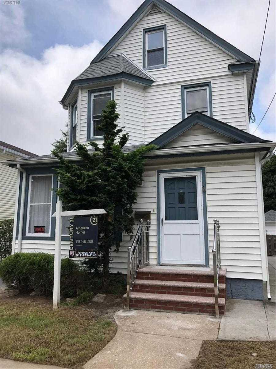 Photo of home for sale at 70 Hinsdale Ave, Floral Park NY
